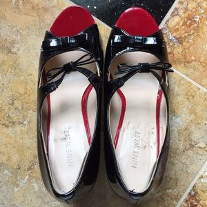 Nine West Double bow/ elastic strap/patent leather